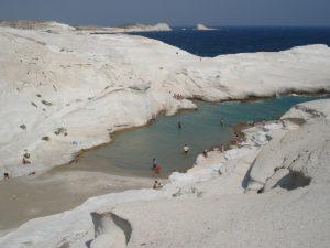 milos sarakiniko beach