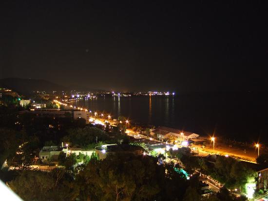 Ixia nightlife